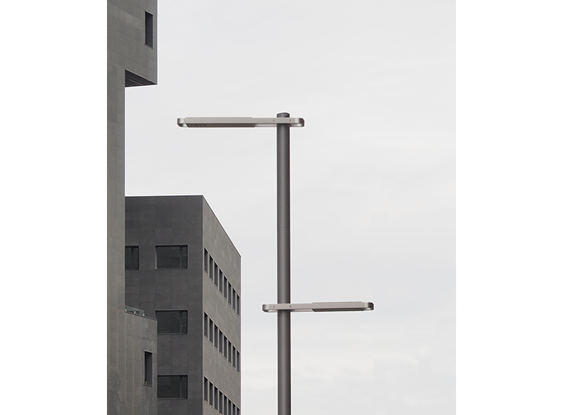 wide-luminaire-escofet-street-lamp