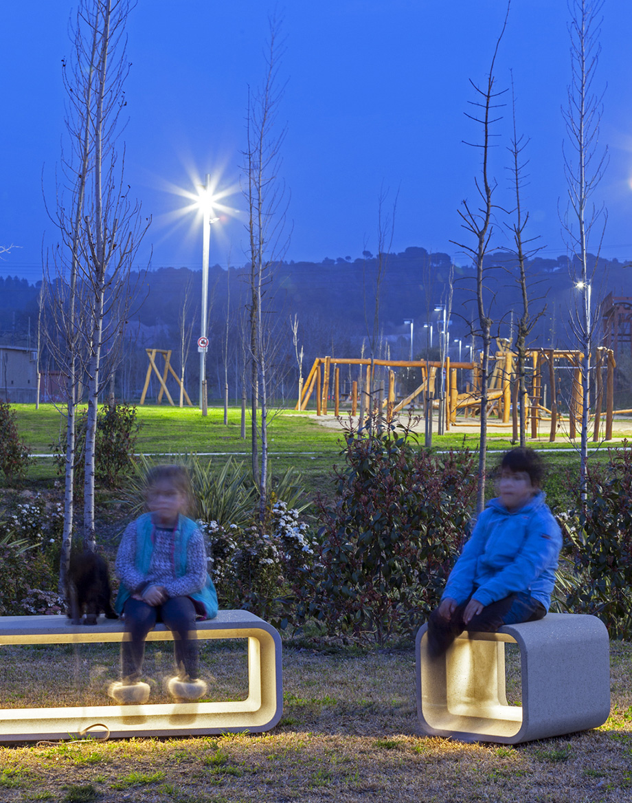 Mom illuminated benches by Jordi Pla for escofet