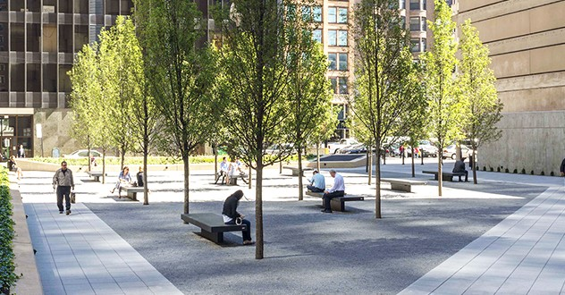 Federal Sreet Square in Chicago, Canet backless benches